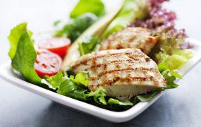 Dieta frango e batata-doce: o que preciso saber para evitar problemas?