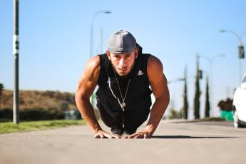 Calistenia – Veja Como Treinar E Aprenda 8 Exercícios Com O Peso Do Corpo