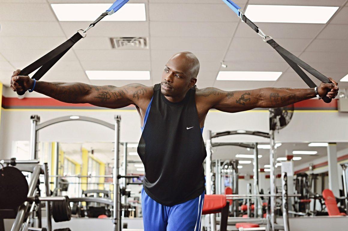 Exercícios Com Bandas Elásticas De Resistência Para O Bíceps